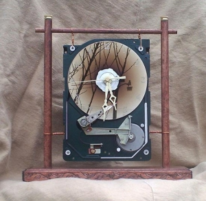 recycled-hard-drive-clock